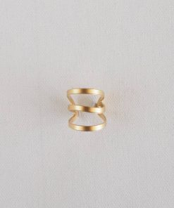 A modern 3-ring gold ring