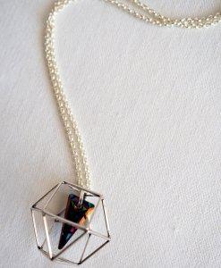 שרשרת מולקולה ופירמידה כסף אפור