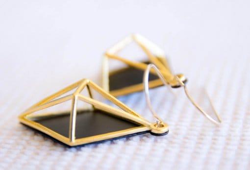 עגילי מעוין קוסמי שחור זהב
