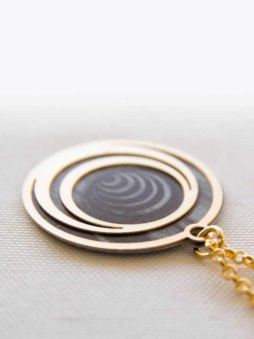 שרשרת קסם הספירלה שחור זהב